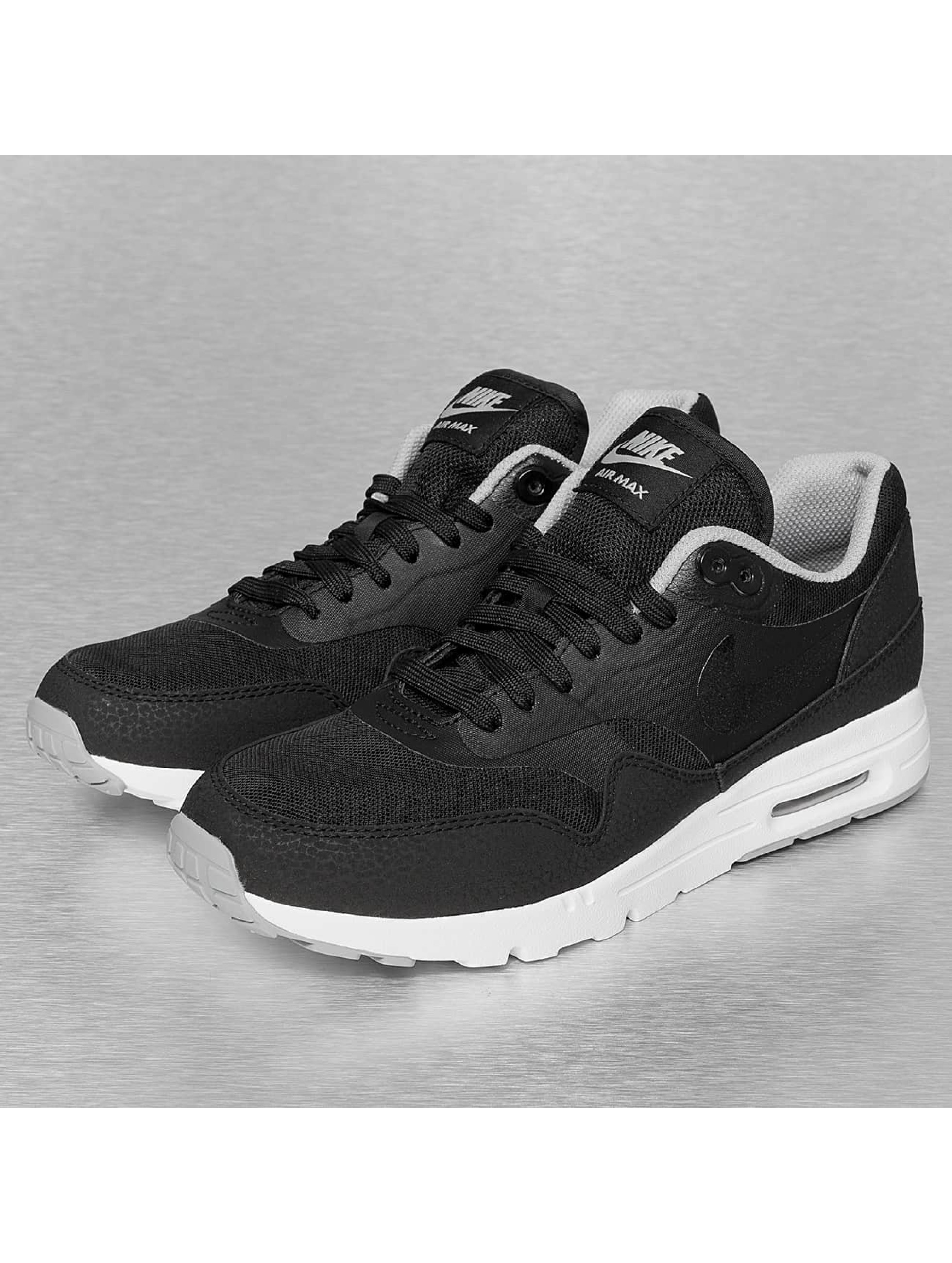 t shirt yve saint laurent - Nike Baskets Wmns Air Max 1 Ultra Essentials Noir | Top Swiss ...