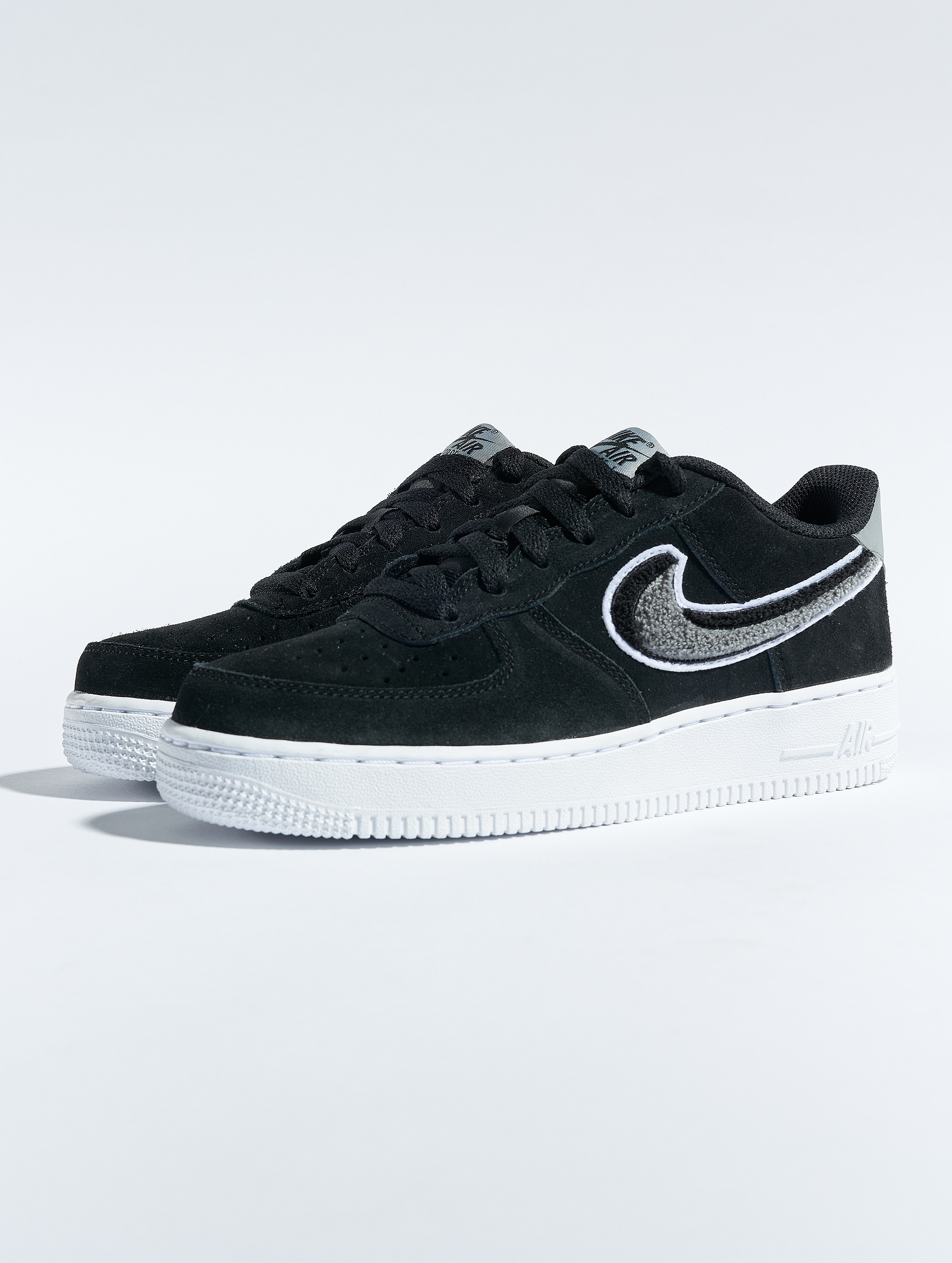 on sale 60fd0 5f864 Nike   Air Force 1 LV8 noir Enfant Baskets 545177