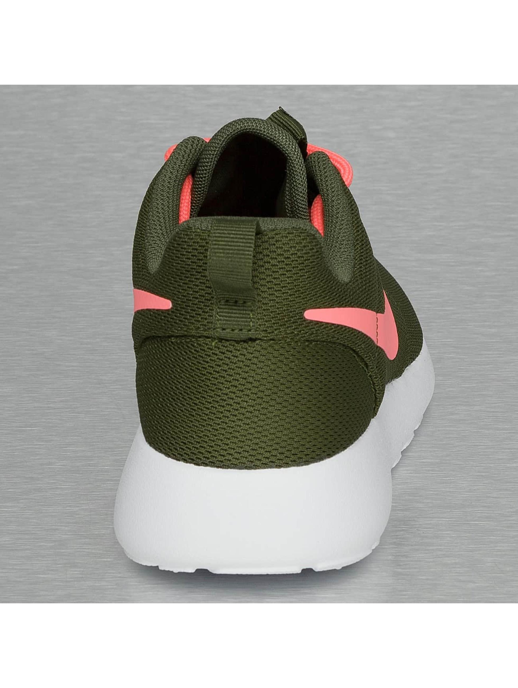 Nike Baskets Rosherun olive
