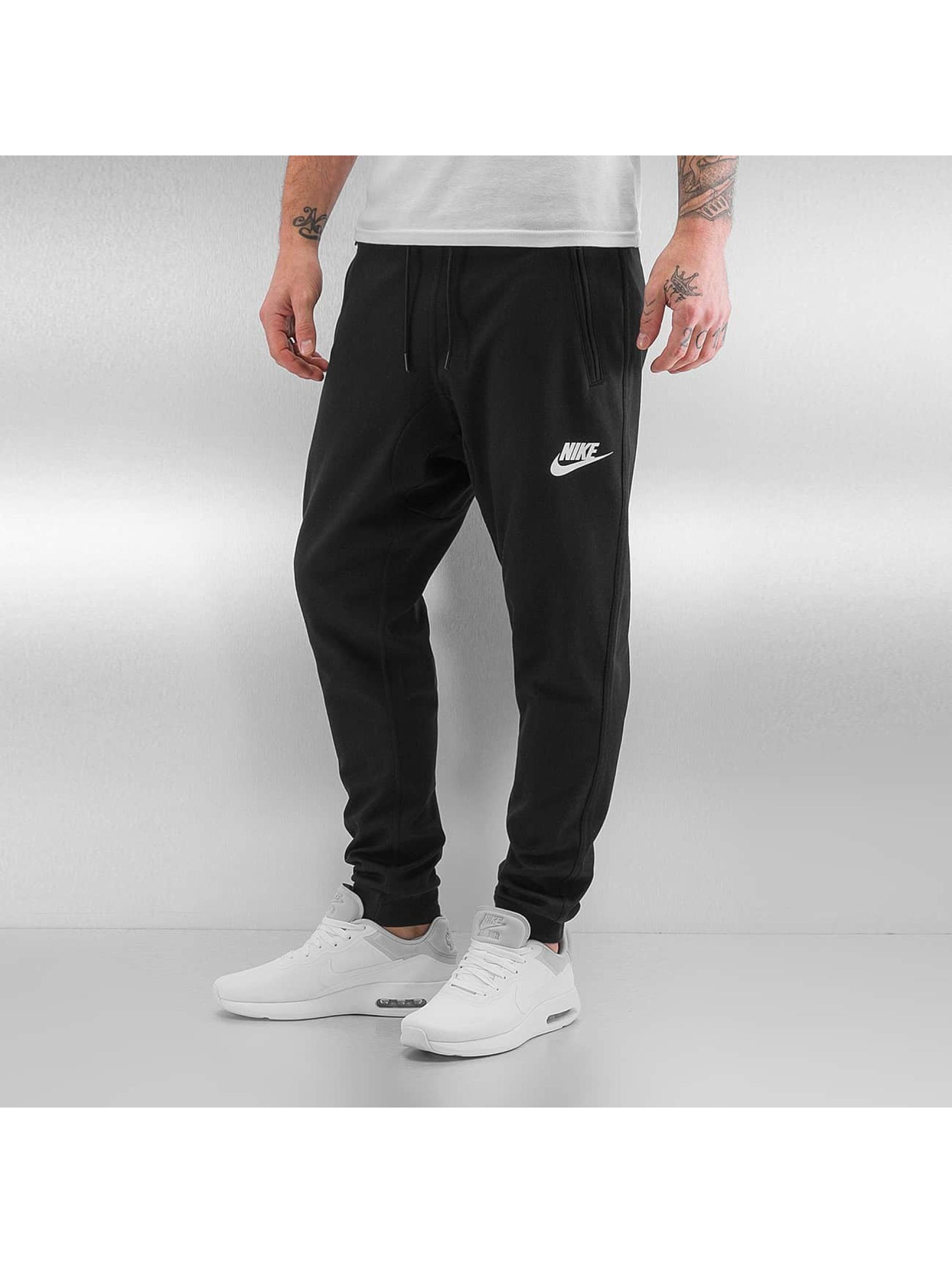 nike herren jogginghose sportswear advance 15 in schwarz. Black Bedroom Furniture Sets. Home Design Ideas