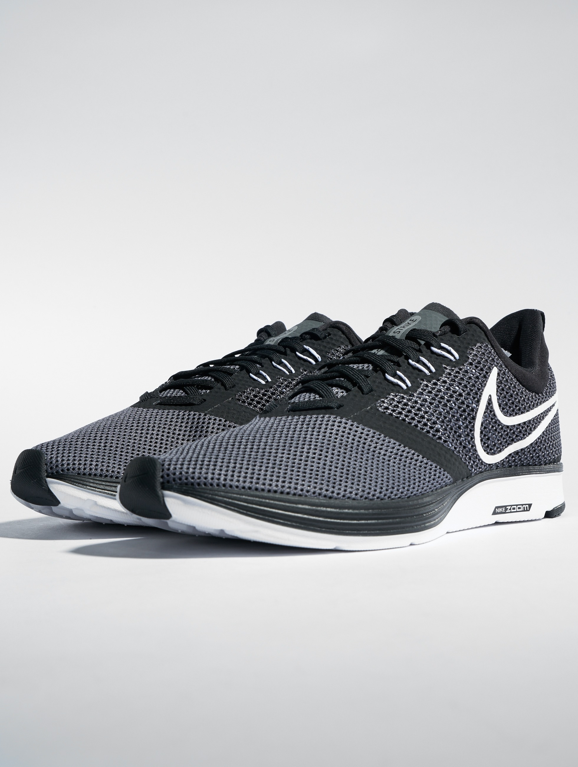Nike Blackwhitedark Running Grey Zoom Sneakers Strike NmO8nwv0