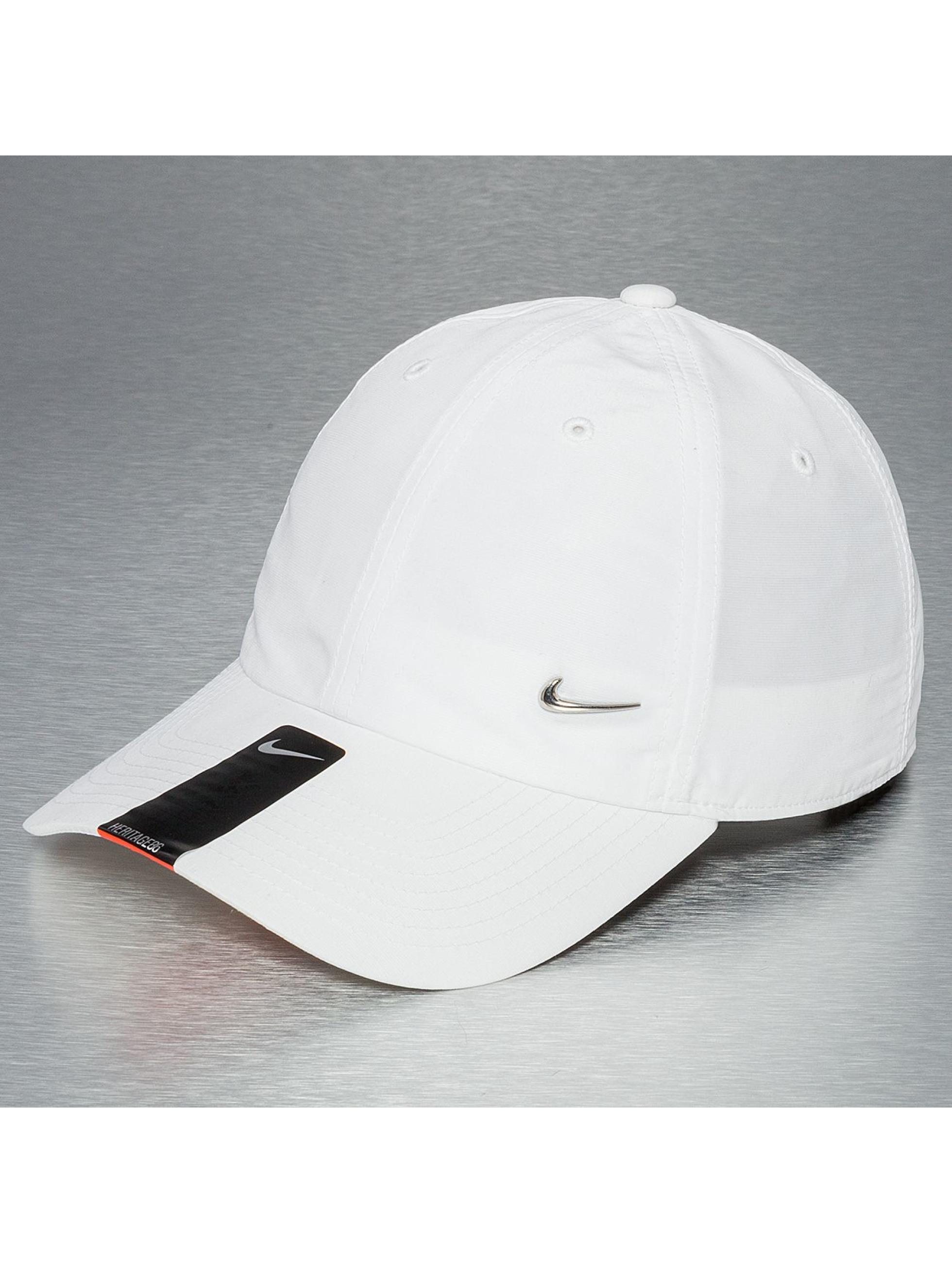 Snapback Nike Heritage 86 Metal Swoosh en blanc