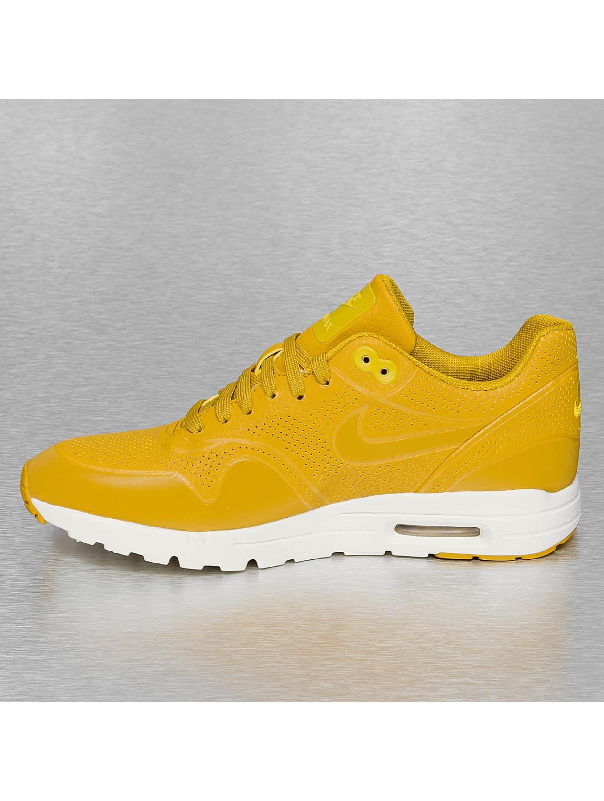 Nike Air Force Geel