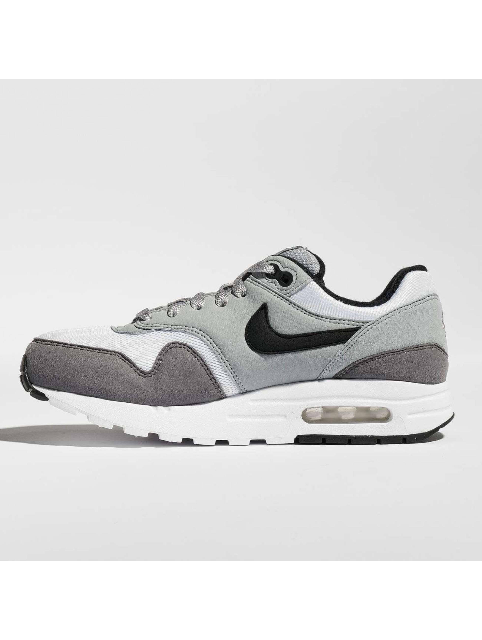 low priced 123b8 55f12 Nike Sneakers Air Max 1 vit