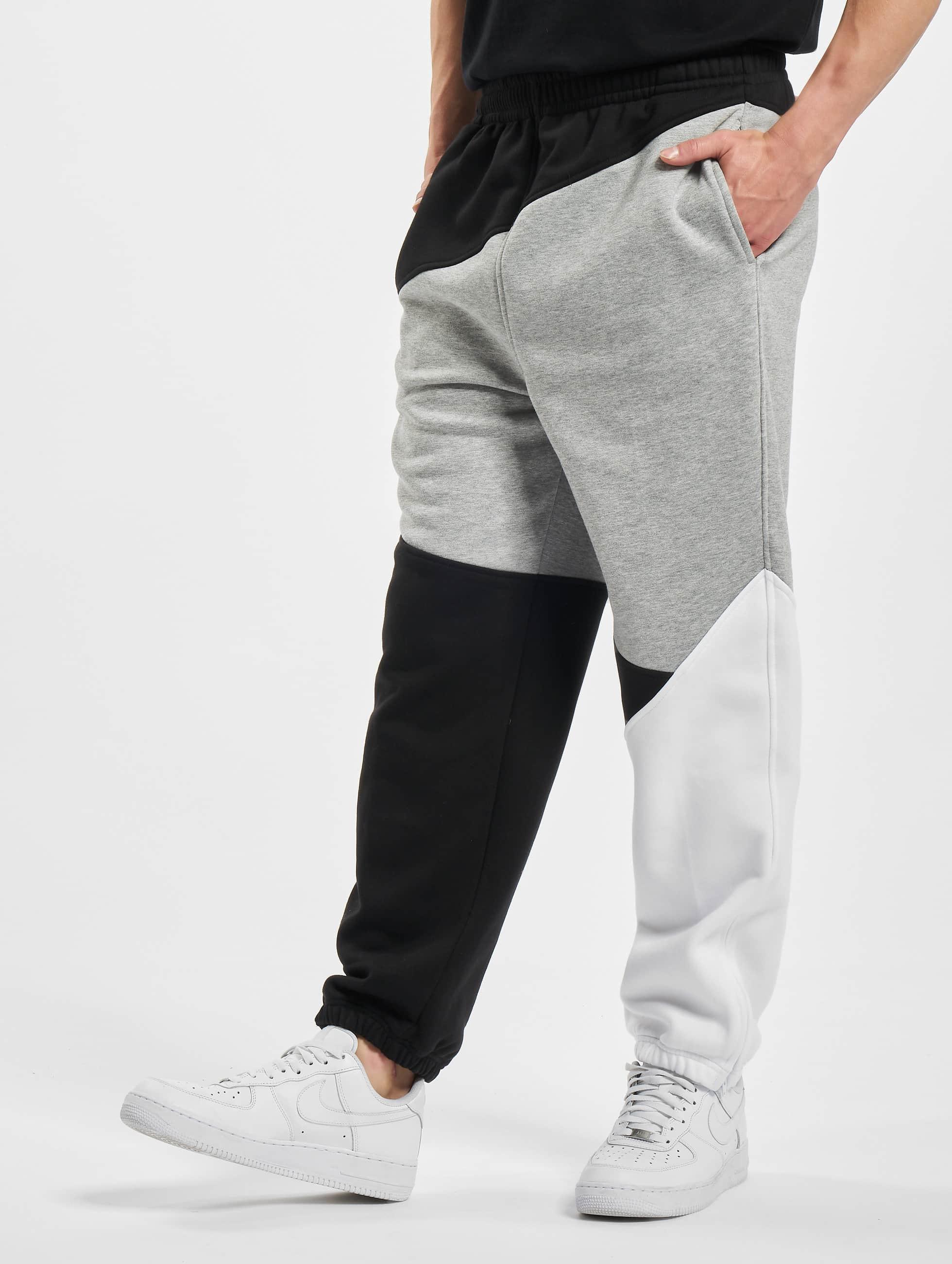 Urban Classics Спортивные брюки Zig Zag серый