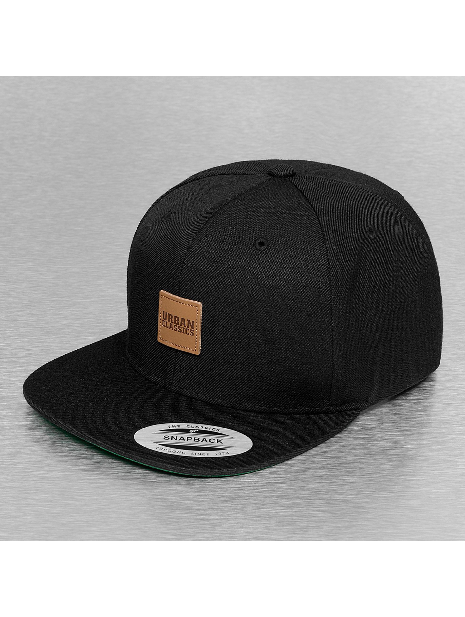 Urban Classics snapback cap Leather Patch zwart