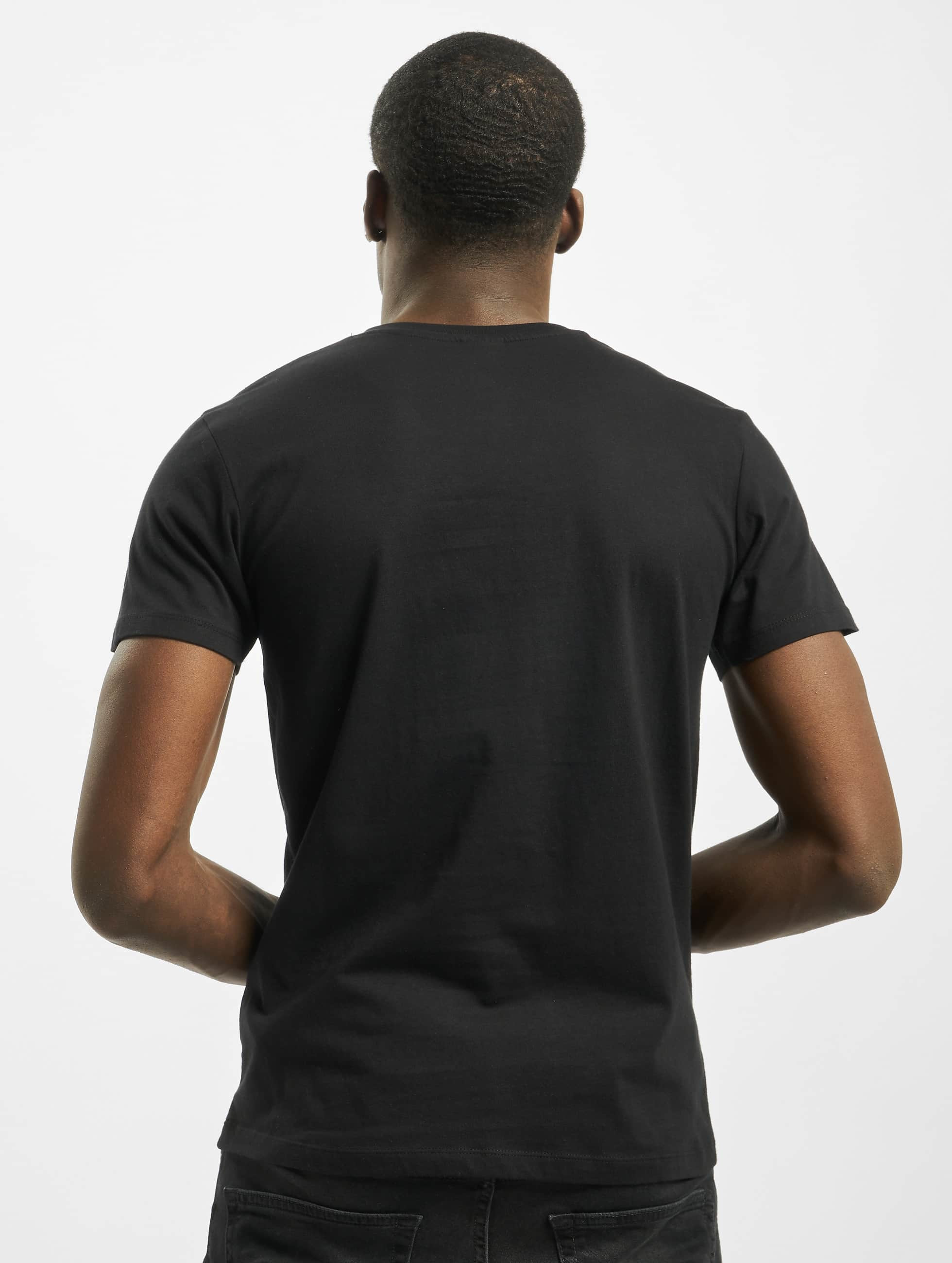 urban classics herren t shirt pocket in schwarz 102672. Black Bedroom Furniture Sets. Home Design Ideas