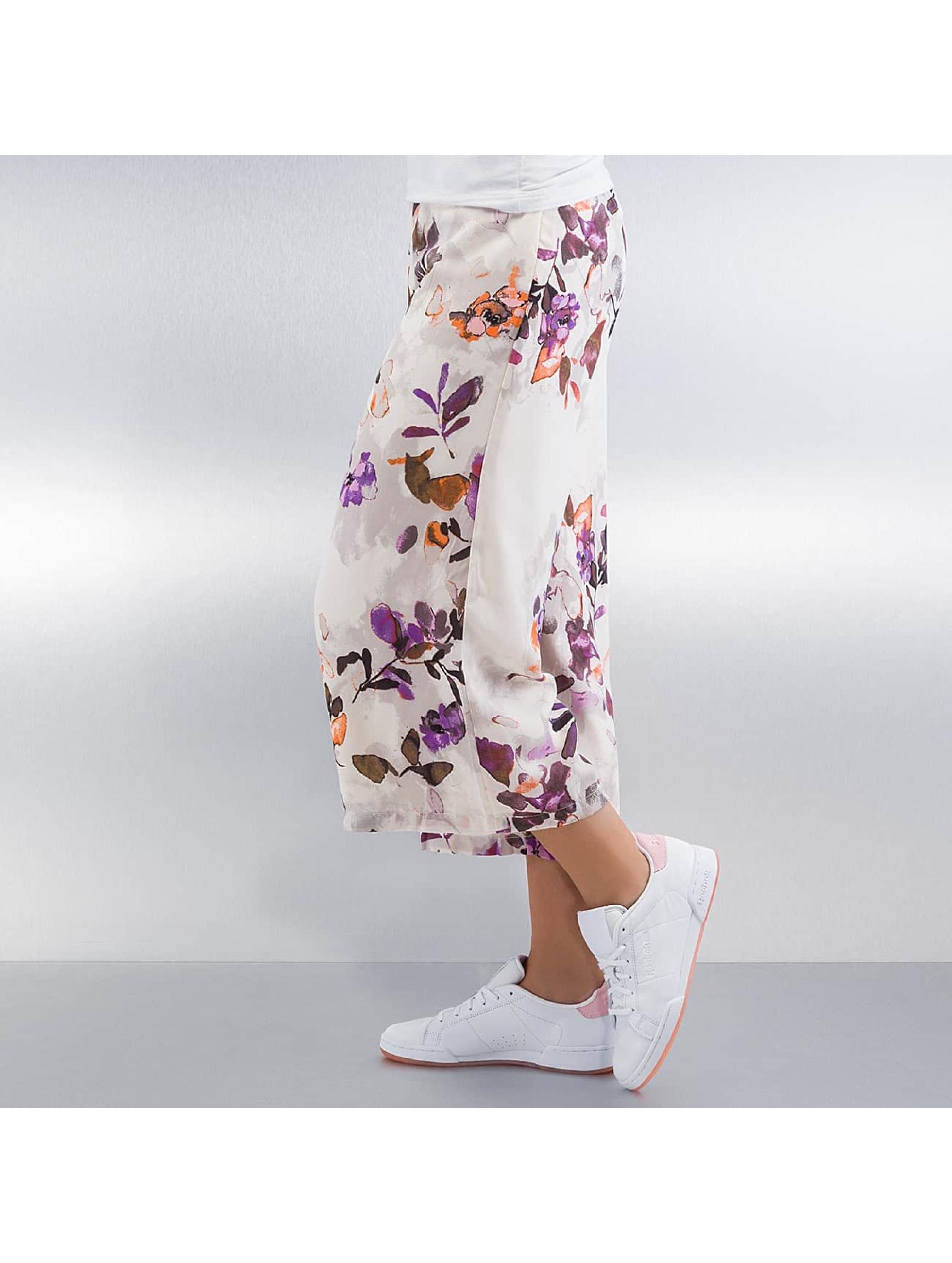 Vero Moda Shortsit vmWanda Wide valkoinen