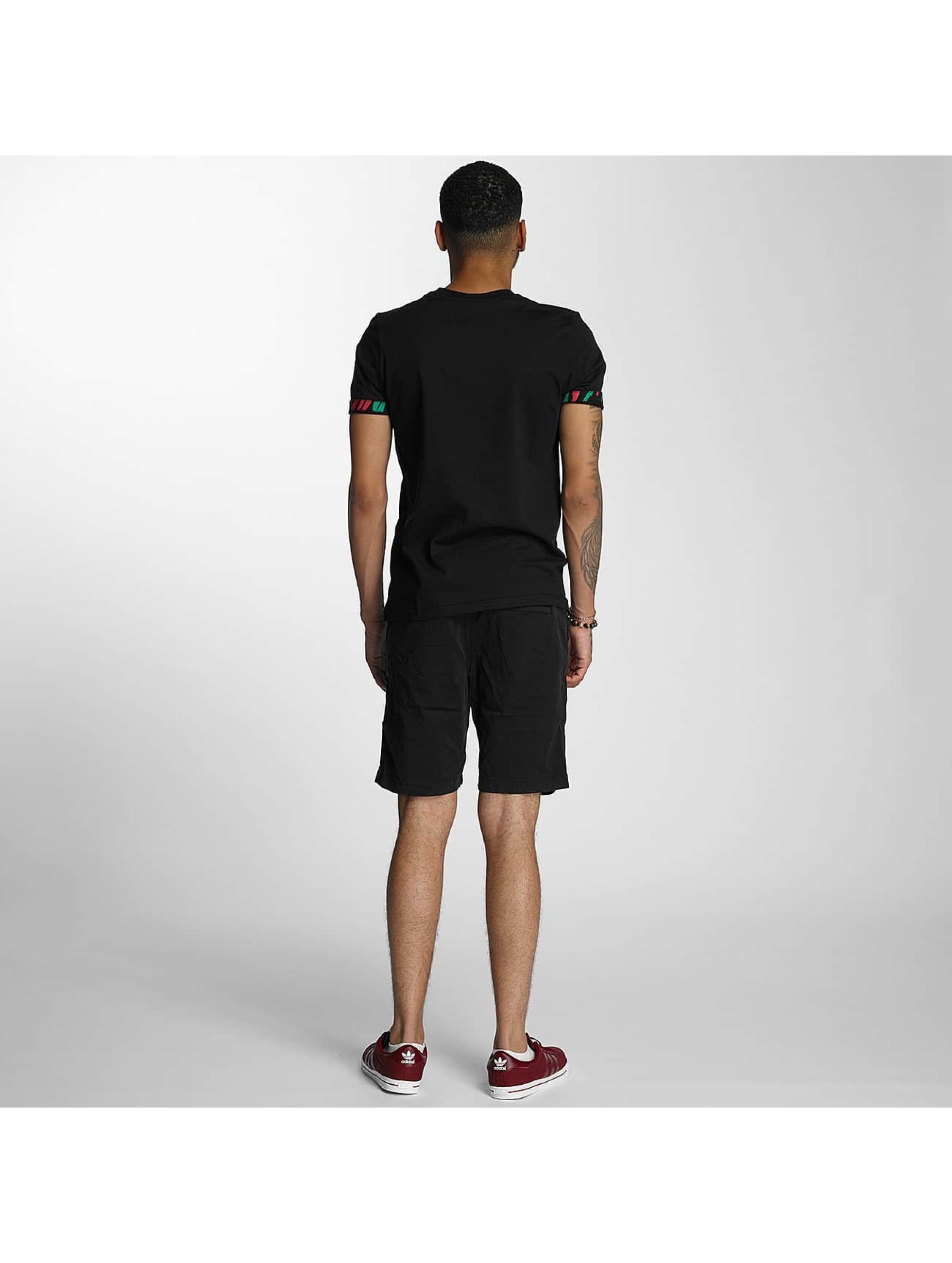 Wrung Division T-Shirt Kickin' It schwarz