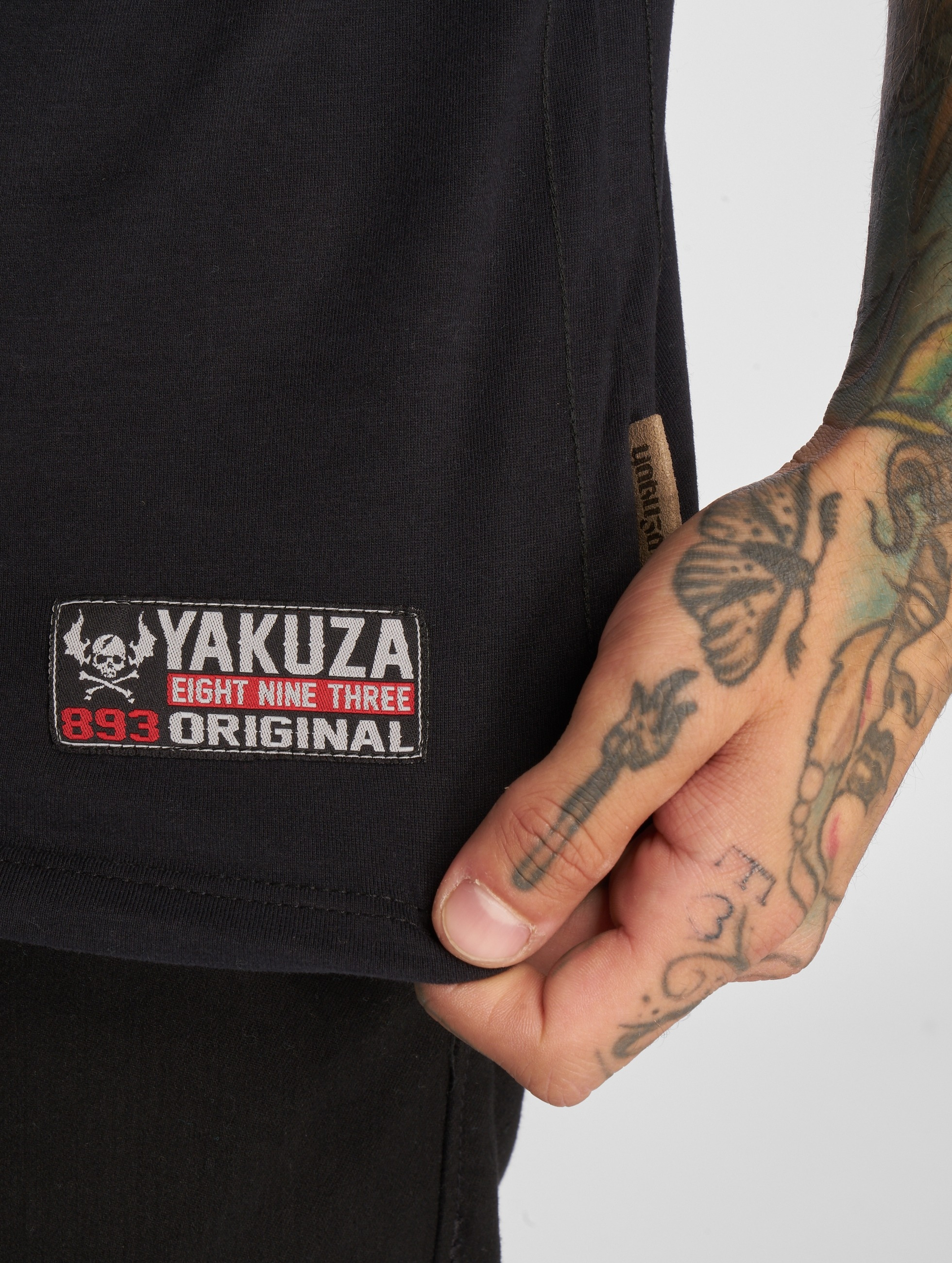 Yakuza T-paidat Addicted musta