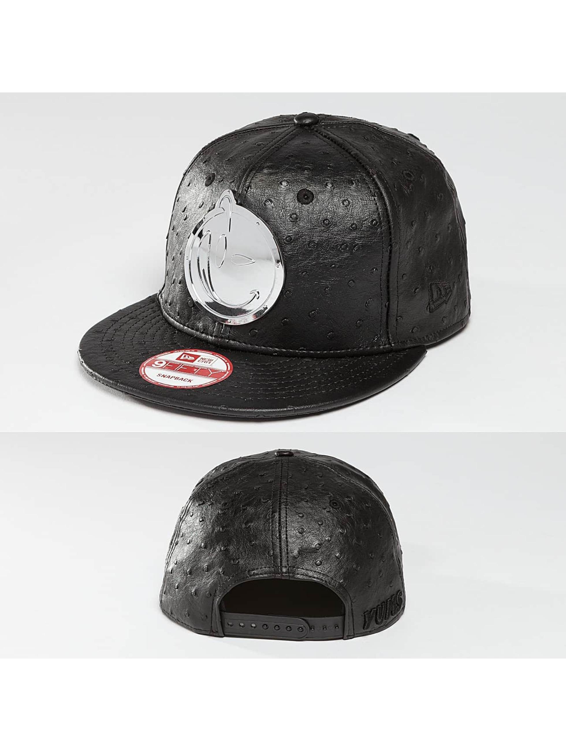 Yums Snapback Cap Metal Face schwarz