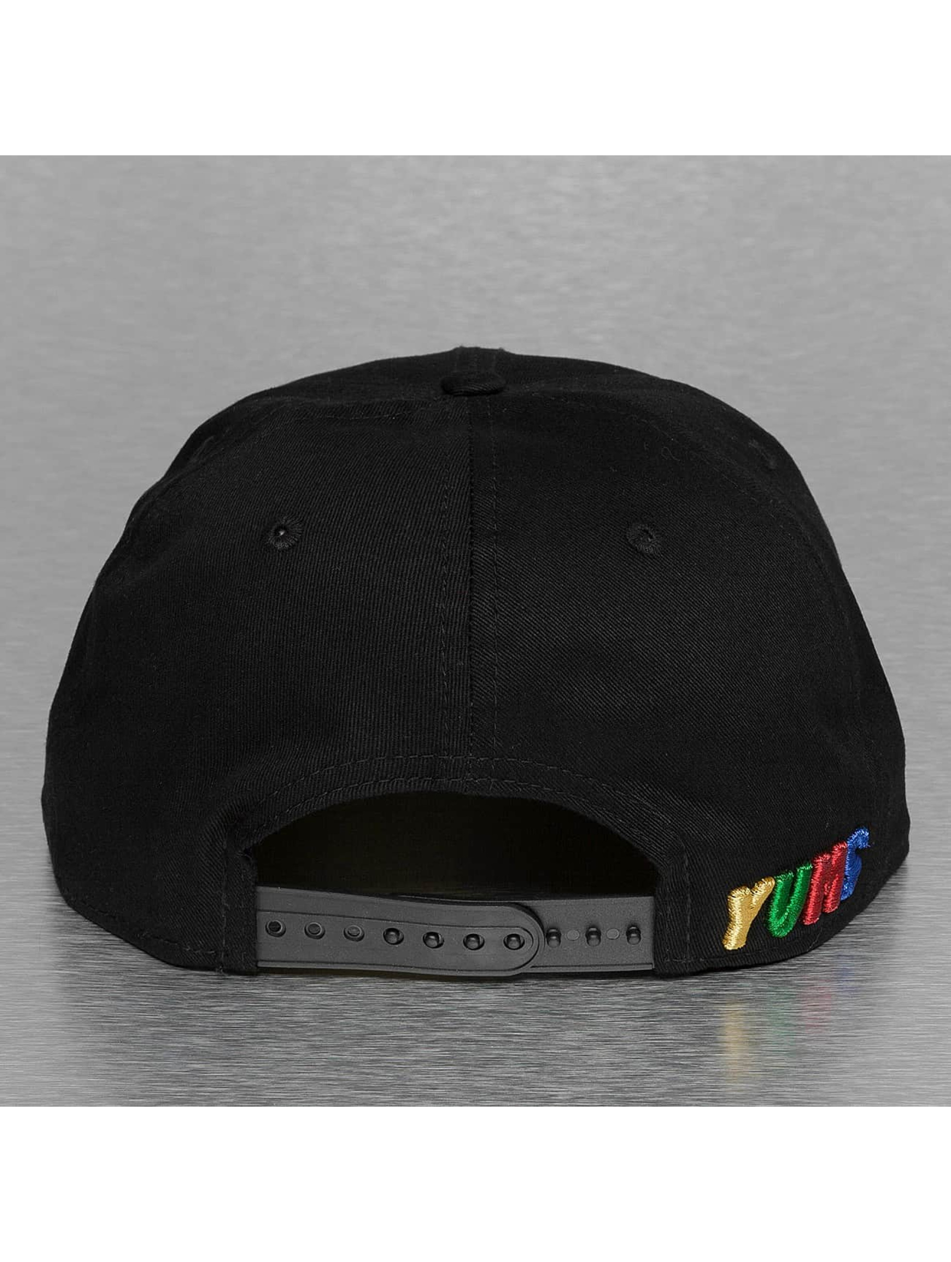 Yums Snapback Caps New Era Classic Outline musta