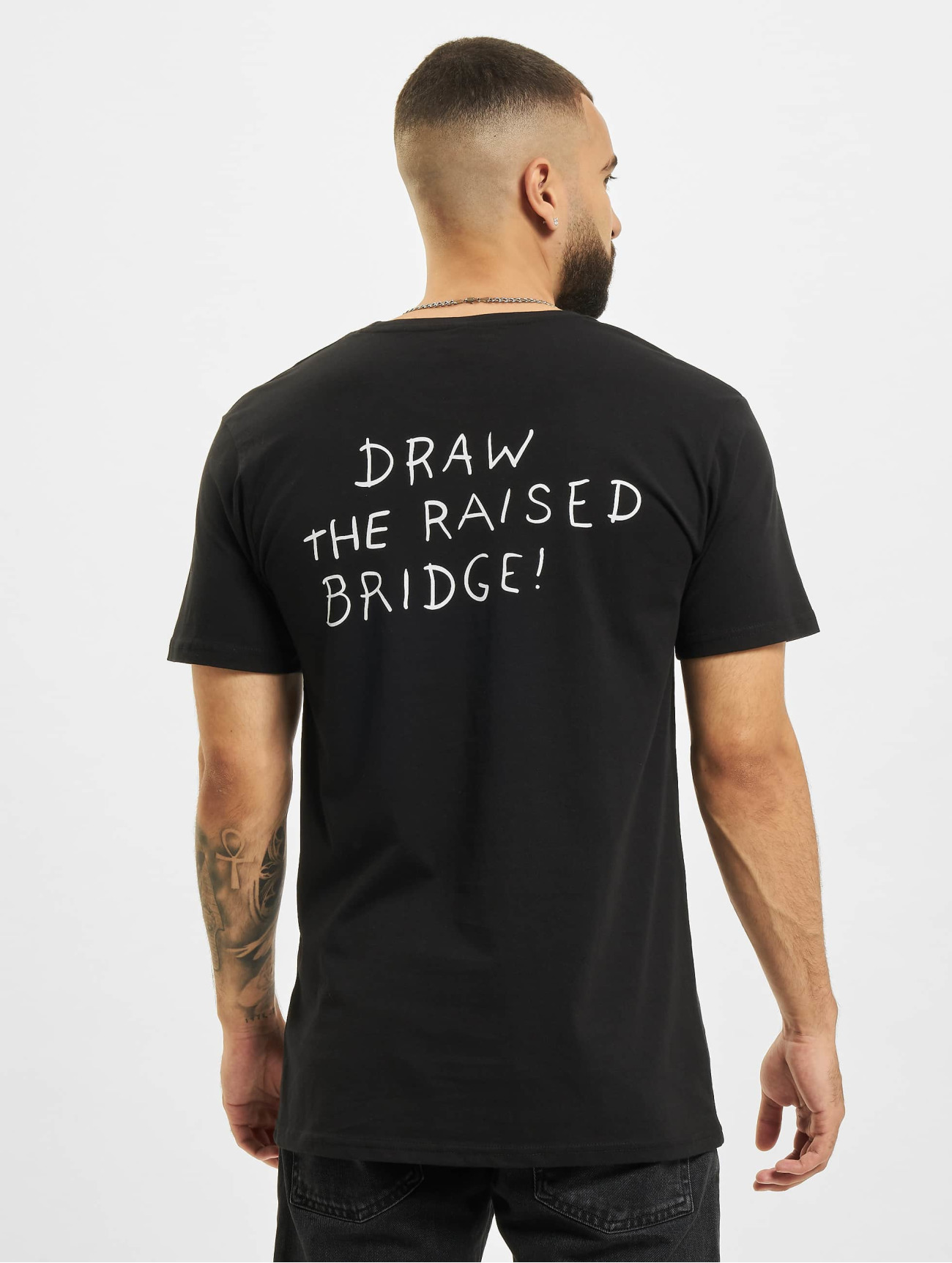 Merchcode Överdel / T-shirt Banksy Draw The Raised Bridge i svart 619573 Män Överdelar