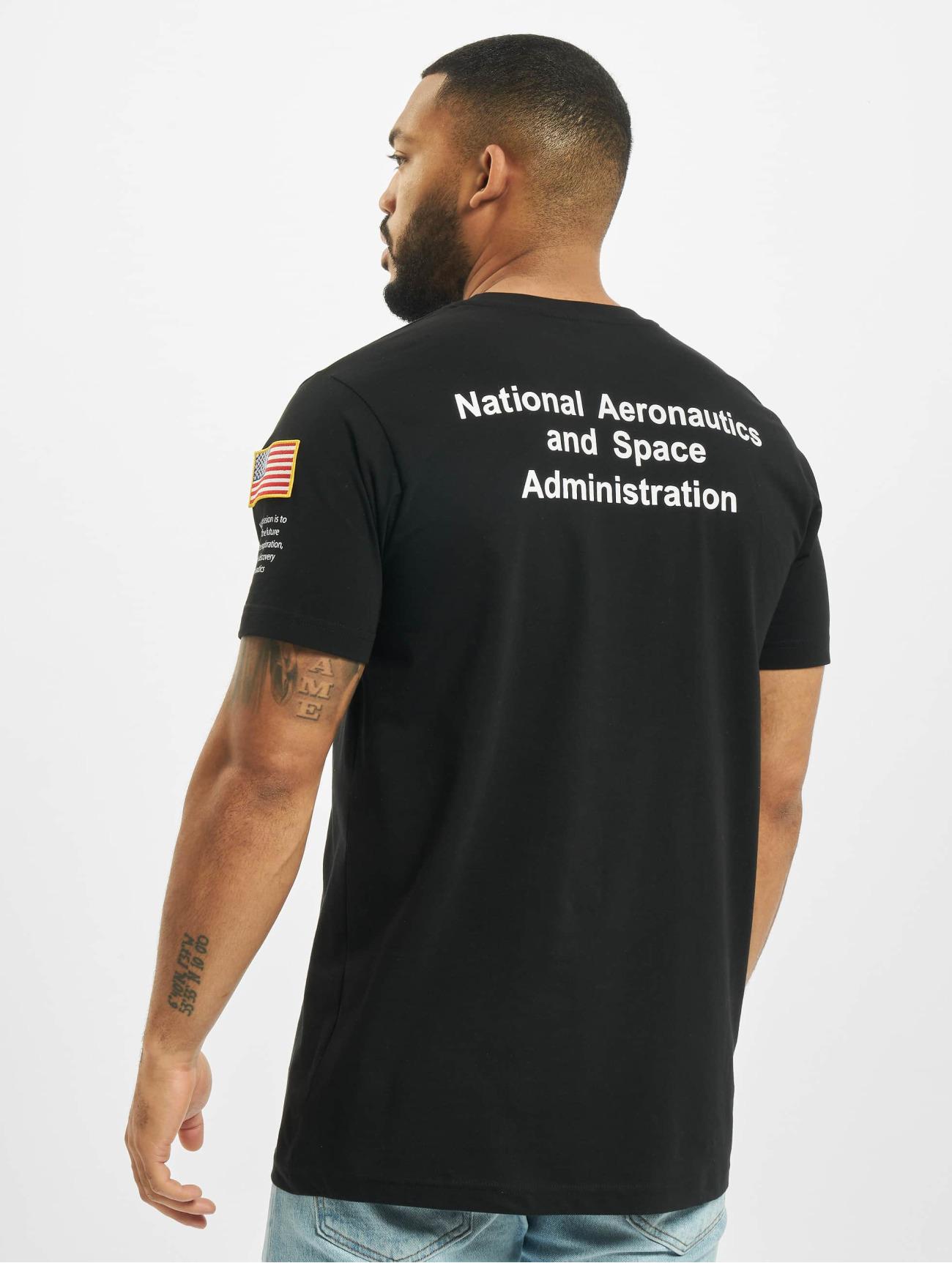 Mister Tee Herren T-Shirt NASA Insignia Logo Flag in schwarz 708761