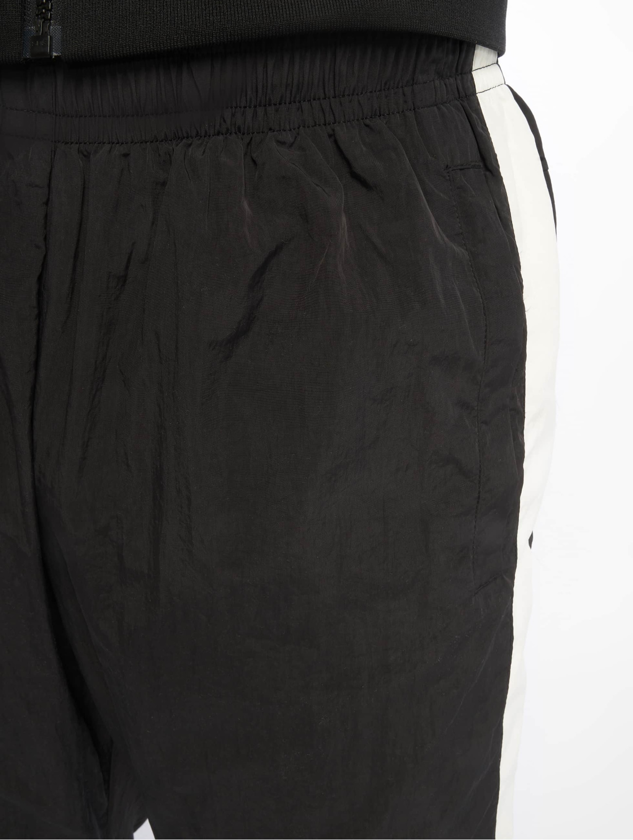 Urban Classics  Side Striped Crinkle  noir Homme Jogging  636550 Homme Pantalons & Shorts