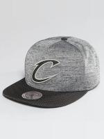 Mitchell & Ness Snapback NBA Space Knit Crown PU Visor Cleveland Cavaliers šedá