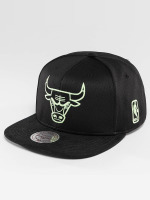 Mitchell & Ness Snapback Caps Black Sports Mesh Chicago Bulls czarny