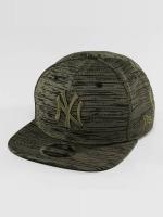 New Era Snapback Engineered Fit NY Yankees 9Fifty olivová