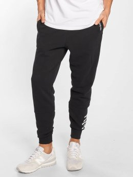 New Balance joggingbroek Essentials zwart