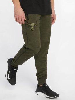 New Era Спортивные брюки NBA Engineered Fit Chicago Bulls Fleece зеленый