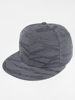 New Era Fitted Cap 3D Camo grau