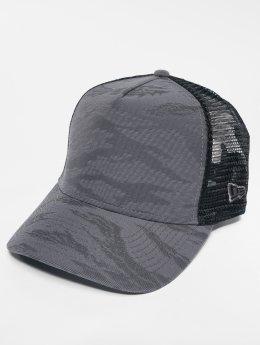 New Era Trucker Caps 3D Camo šedá