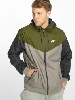 Nike Демисезонная куртка Sportswear Windrunner оливковый