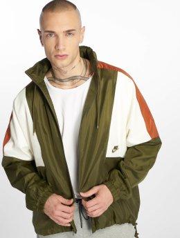 Nike Демисезонная куртка Sportswear Colorblock оливковый