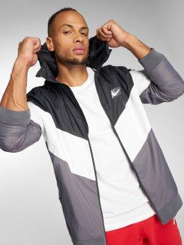 Nike Демисезонная куртка Sportswear Windrunner черный
