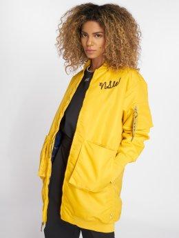 Nike Пальто Sportswear желтый
