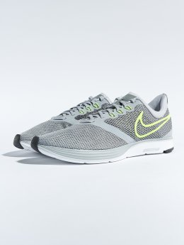 Nike Baskets Zoom Strike Running gris