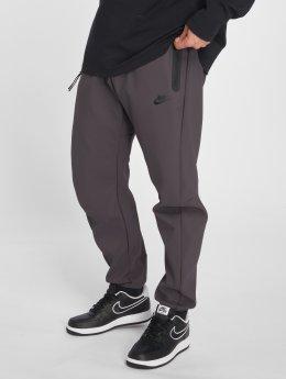Nike / Joggingbyxor Tech Pack i grå