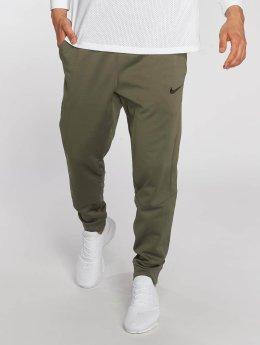 Nike Jogginghose Therma grün