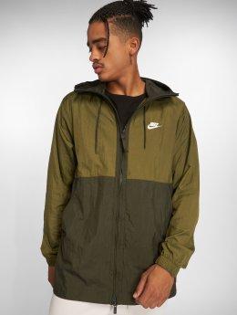 Nike Prechodné vetrovky Sportswear olivová