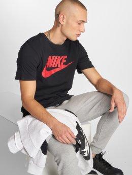 Nike T-skjorter Futura Icon svart