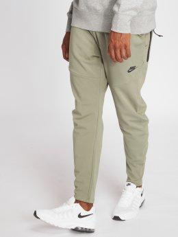 Nike Verryttelyhousut Sportswear Tech Pack vihreä
