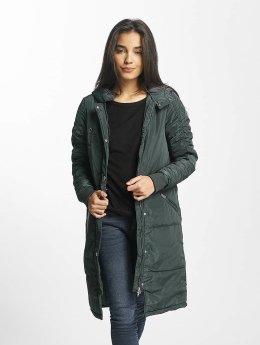 Noisy May Coats nmEllen green