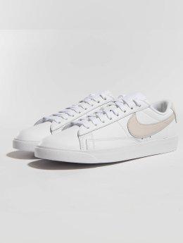 Nike Snejkry Blazer Low Le Basketball bílý