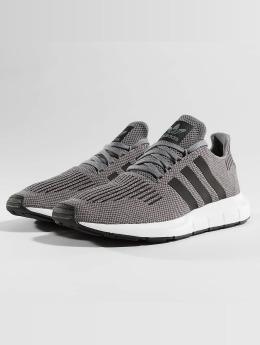 adidas originals Сникеры Swift Run серый