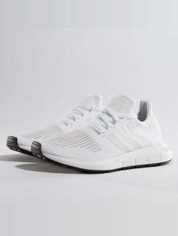 adidas originals Baskets Swift Run blanc