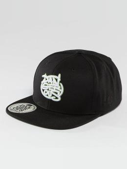 Dangerous DNGRS Snapback Cap LGNDZ Logo schwarz