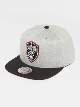 Mitchell & Ness The 3-Tone NBA Cleveland Cavaliers Snapback Cap Grey Heather/Black/Red