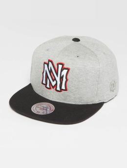 Mitchell & Ness The 3-Tone Own Brand Interlocked Snapback Cap Grey Heather/Black/Red