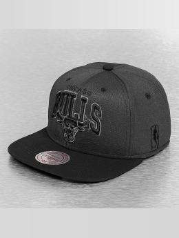 Mitchell & Ness snapback cap Resist 3D Arch Chicago Bulls zwart