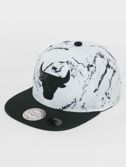 Mitchell & Ness Snapbackkeps White And Black Marble Chicago Bulls vit