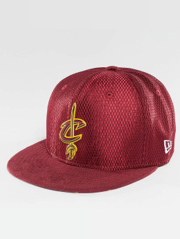 00e283d5 ... real new era fitted cap nba 17 on court cleveland cavaliers in rot  338254 9f46f c1d96