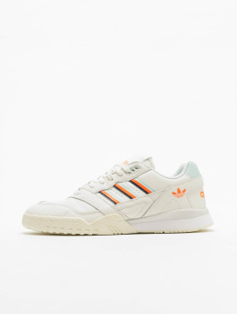 adidas originals Baskets A.R. Trainer blanc