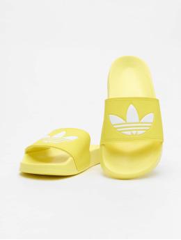 adidas Originals Claquettes & Sandales Adilette jaune