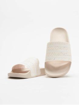 adidas originals Claquettes & Sandales Adilette  rose