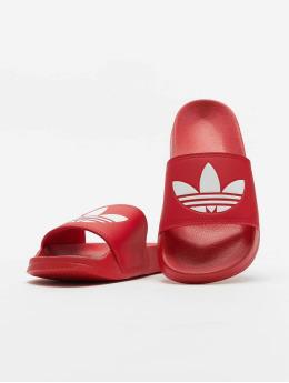 adidas Originals Claquettes & Sandales Adilette Lite rouge
